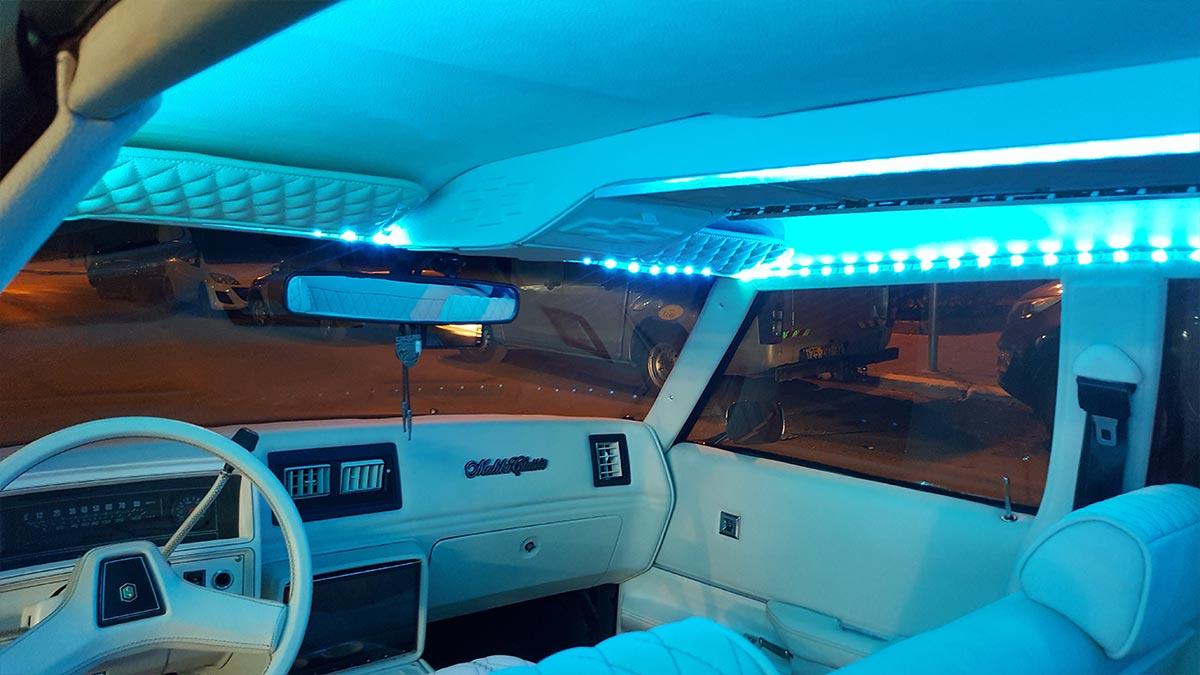 תאורת אווירה בפנים הרכב בצבע תורכיז
